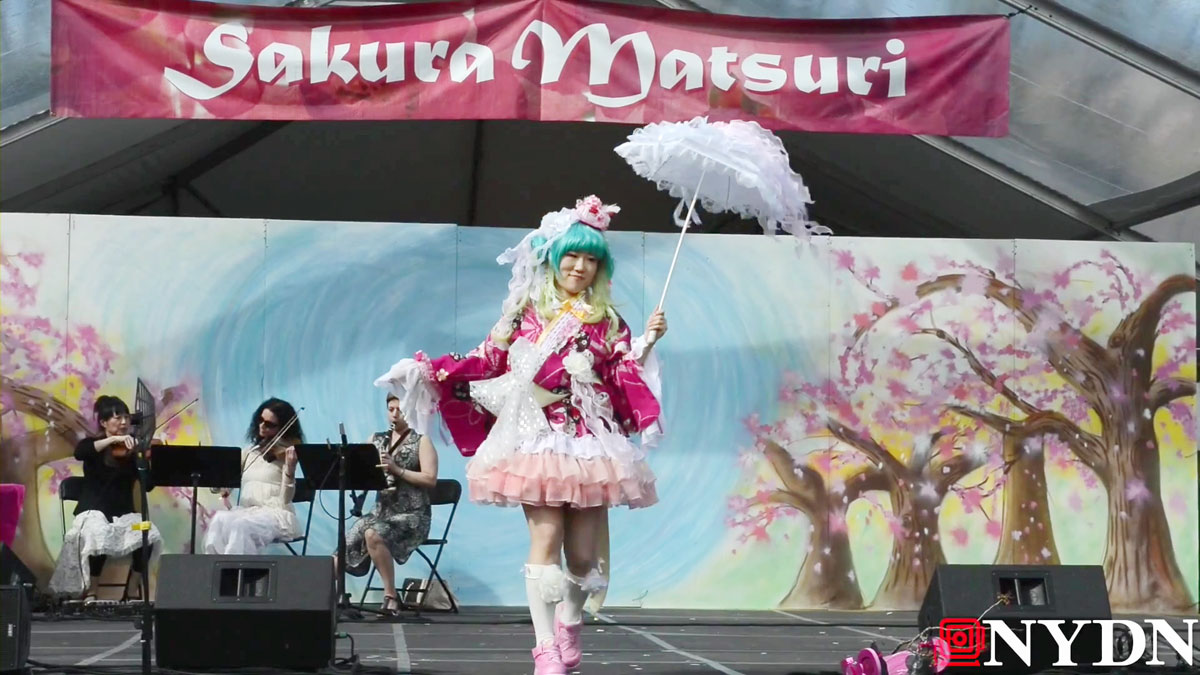 e_CosPlay-fashion-at-Cherry-Blossom-festival.mp4_000148815